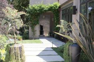 Project-01-Encino-Courtyard